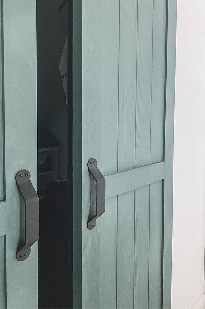 green doors, narrow sliding doors, sliding door handles, wardrobe doors, green wardrobe doors