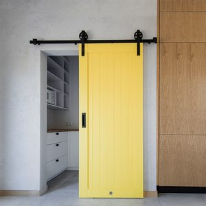 yellow sliding doors, sliding doors in the kitchen, sliding doors to the pantry, yellow doors, modern kitchen, kitchen with pantry