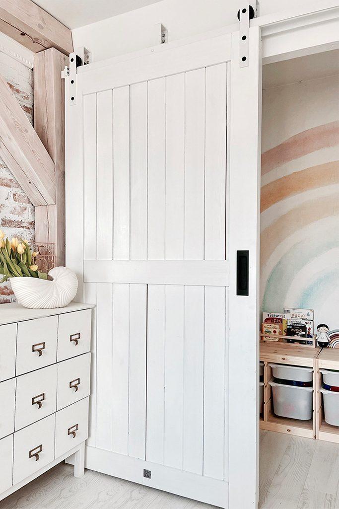 white bedroom design, wooden door painted white, white wooden sliding door, white sliding system, white door with white sliding system, sliding door with handle