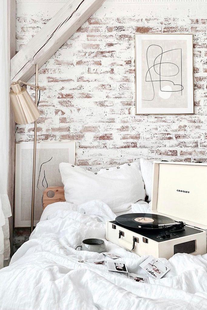 white bedroom design, brick on the wall in bedroom, brick painted in white, bedroom decorated in white, modern rustic bedroom, cosy bedroom